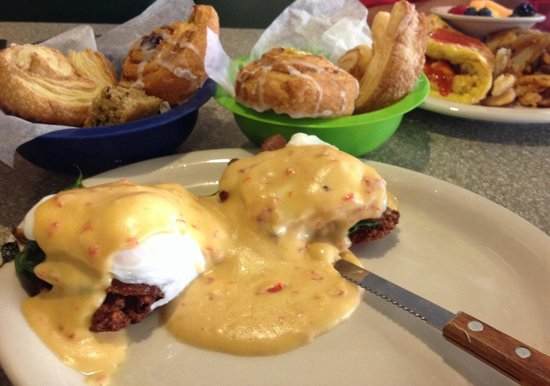 Lenny's Restaurant: Danish bowls and bacon Benedict on potato pancake instead of English muffin