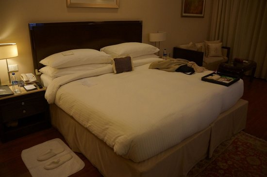 The Claridges New Delhi: Bedroom - you can choose from a menu for pillows