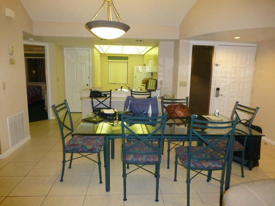 Westgate Vacation Villas Resort & Spa: view od DR and kitchen