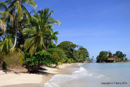 Popa Paradise Beach Resort: Beach