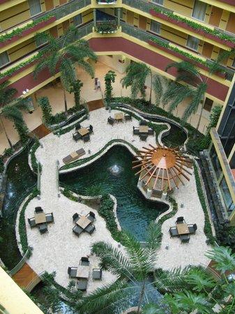 Embassy Suites by Hilton Dorado del Mar Beach Resort: Lobby of Embassy Suites Dorado