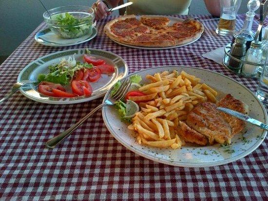 Gajeta Konoba & Pizzeria : Fresh pizza with herbs, great chicken fillet, crisp salad