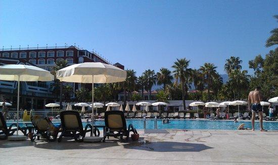 PGS Kiris Resort : havuz