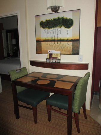 Residence Inn Port St. Lucie: Dining Table