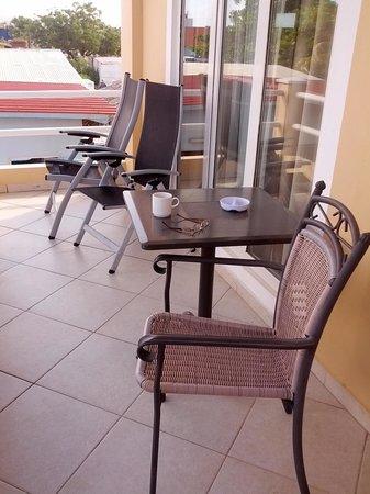 Den Laman Condominium: balcony