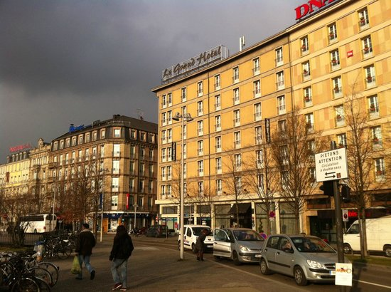 Ibis Budget Strasbourg Centre Gare : View on the street where the hotel is situated