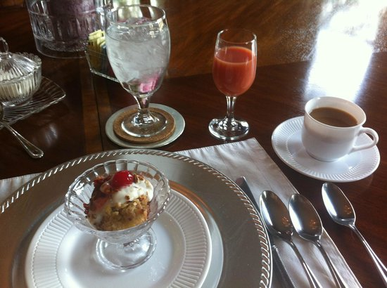 The Queen Anne Bed & Breakfast : Breakfast appetizer each morning!!!