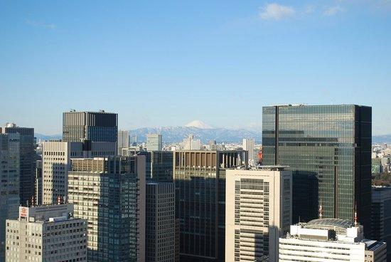Mandarin Oriental, Tokyo : MOUNT FUJI FROM THE 35TH FLOOR OF THE MANDARIN ORIENT