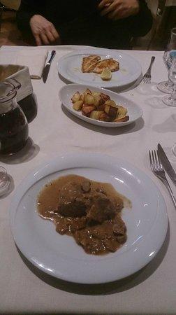 Trattoria Carducci: Filetto di maiale ai porcini, pollo alla piastra e patate