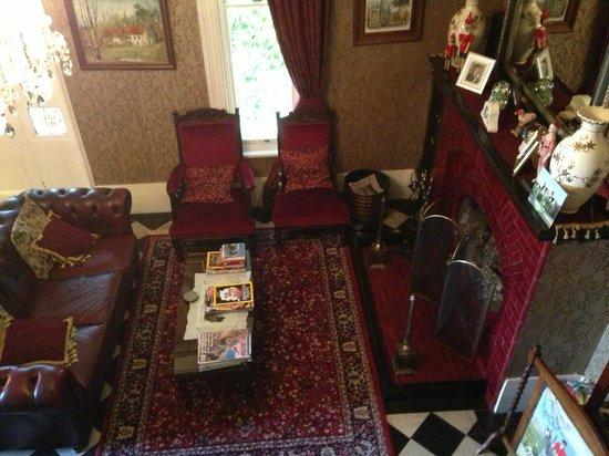 Lisburn House : la sala del camino