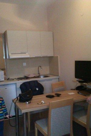 Konaci Apartments: basic kitchen