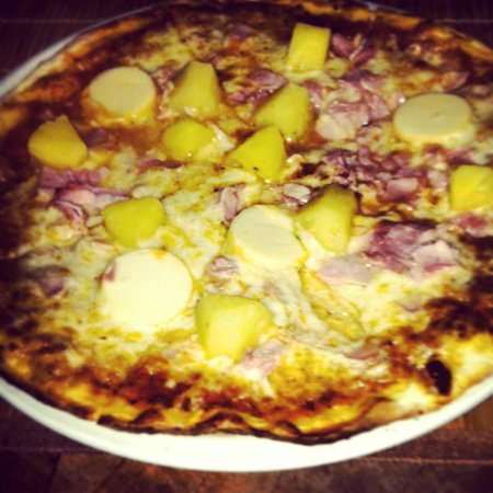La Belle Epoque : Ham and Pineapple Pizza with Hearts of Palm