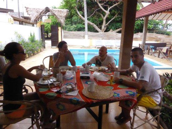 Hakuna Shida Guesthouse: breakfast time