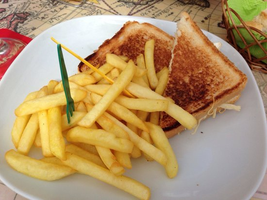 Via Vai: Sandwich met kip en patatjes