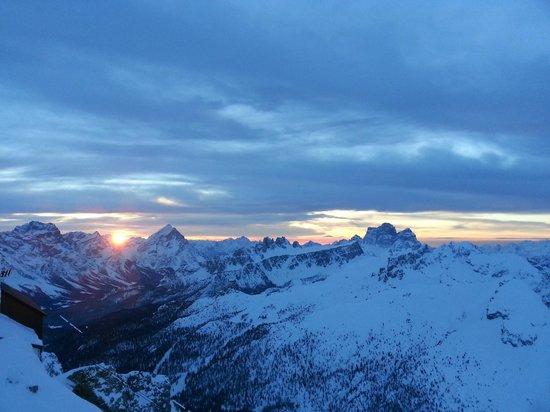 Rifugio Lagazuoi : il sole che sorge 15.02.2014