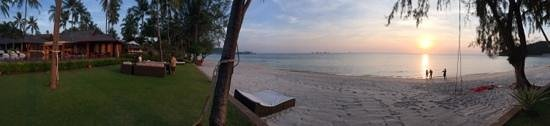 Baan Kilee Villa: Sunset at Baan Kilee