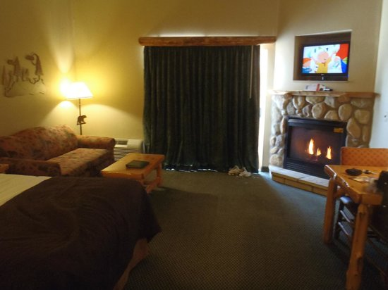 Great Wolf Lodge: room with fireplace