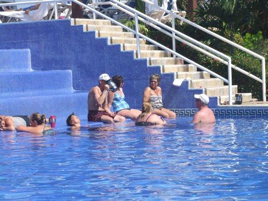 Las Brisas Huatulco: pool