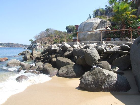 Las Brisas Huatulco: walk way