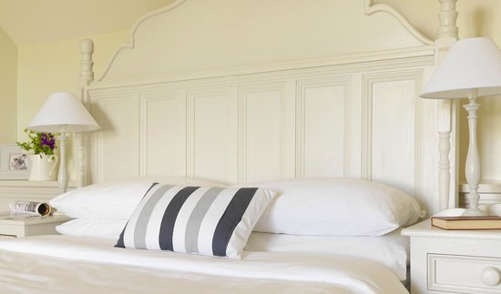 Courtyard Irish Holiday Cottages: Rose cottage bedroom