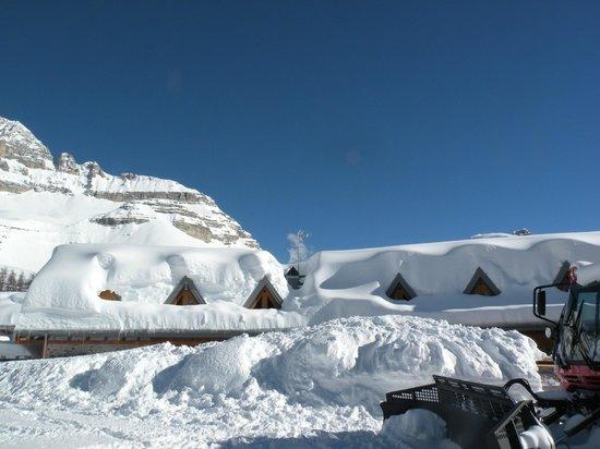 Bar Ristorante Boch: il rifugio boch coperto dalla pochissima neve!!!!!!!!