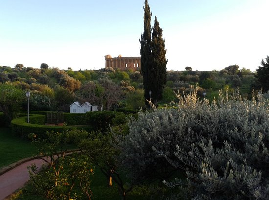 Hotel Villa Athena: Evening view from our room