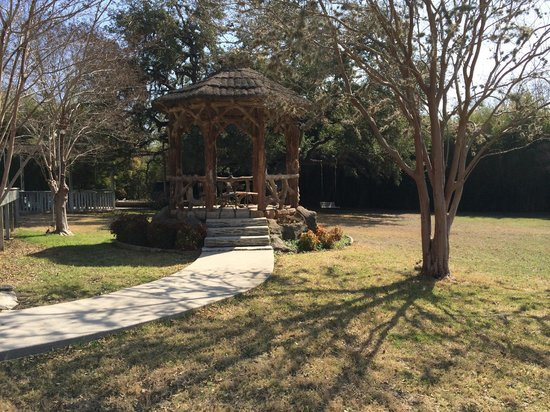 Haven River Inn: Gazebo (with a fascinating story)