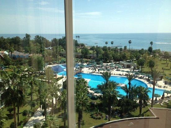IC Hotels Santai: Вид из стеклянного лифта
