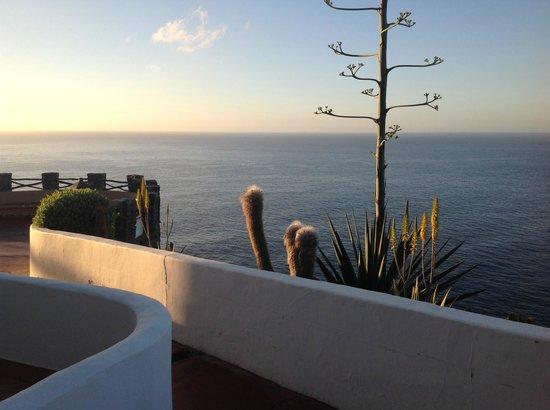 Hotel Jardín Tecina: sunrise view from the room