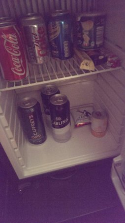 Park Plaza Leeds: The most unappealing mini bar to date....turned off and warm!