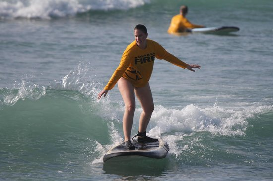 Hawaii Surf Lessons 101 : surfing!!!