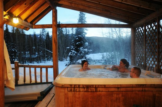 Woodspur Lodge: one of the hot-tubs