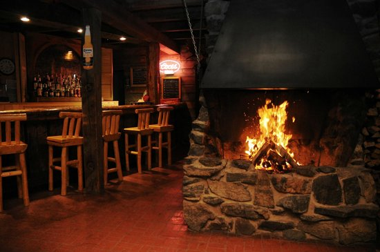 Woodspur Lodge: bar area with fire