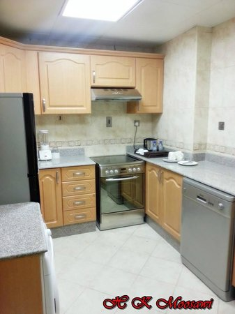 Saray Mshereb Delux Hotel Residence: Kitchen
