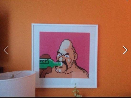 Opus Hotel: Fun, modern room art