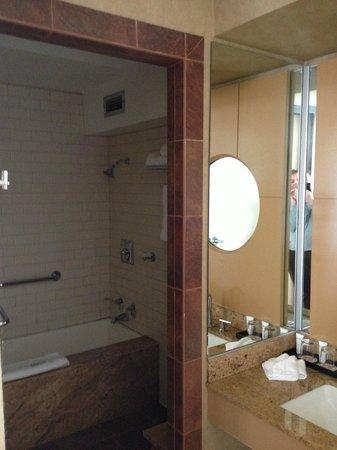 Hotel Kabuki, a Joie de Vivre hotel: Bathroom with Japanese Soaking Tub