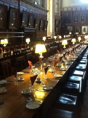 Oxford Thames Four Pillars: Harry Potter's dinning room at Christ' s college