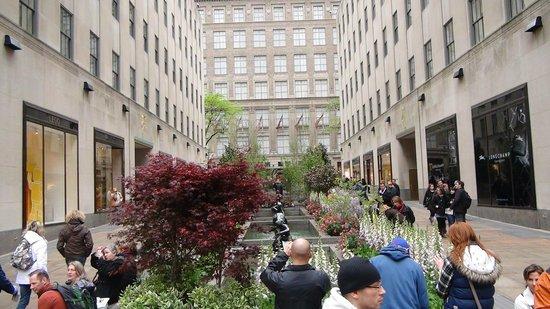 Rockefeller Center: Channel Gardens
