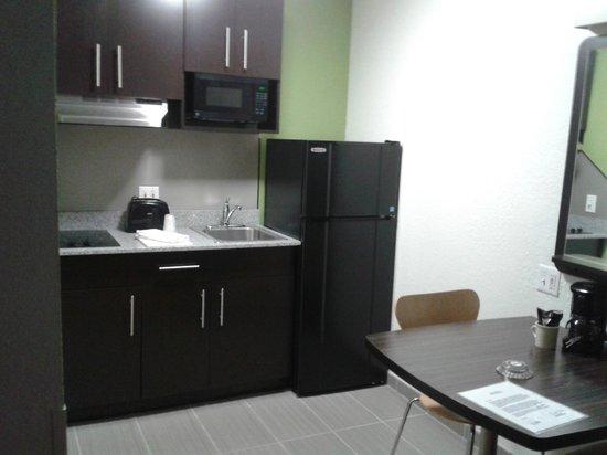 Studio 6 Ft Lauderdale - Coral Springs : kitchen