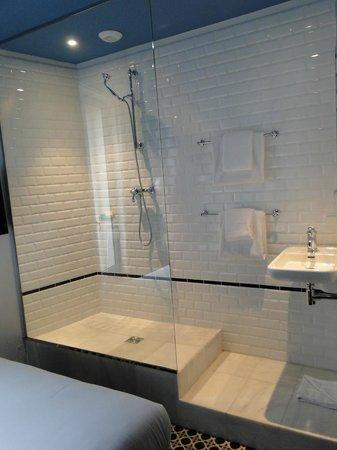 Hotel Emile: shower room 20