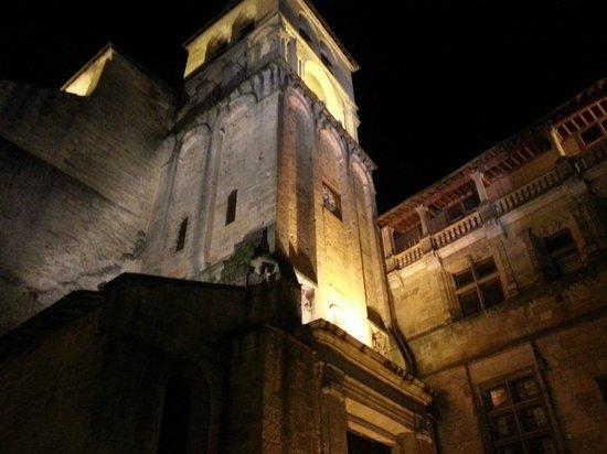 Best Western Le Renoir : Cathédrale de Sarlat, à deux pas de l'hôtel