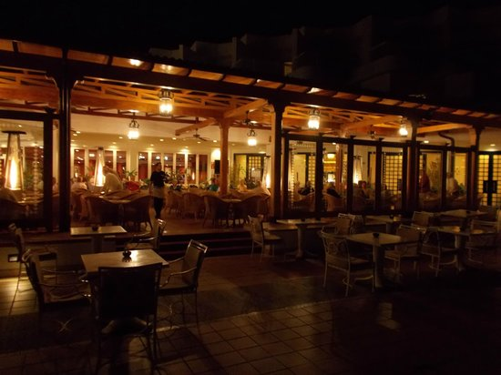 ClubHotel Riu Paraiso Lanzarote Resort : Sitting areas can be draughty.  Gas heaters are in use.