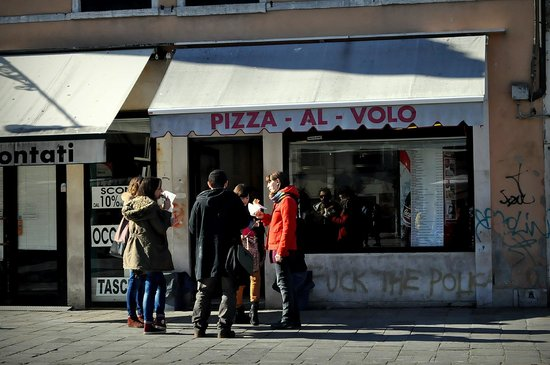 Pizza Al Volo : From the outside