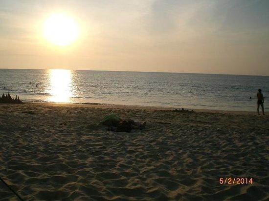 Karon View Resort : море