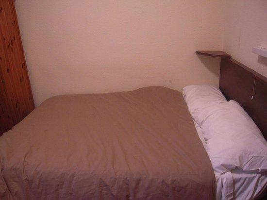 Queens Hotel: Vue du lit
