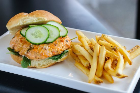 Pittsburgh Marriott City Center : Fire Cracker Salmon Burger