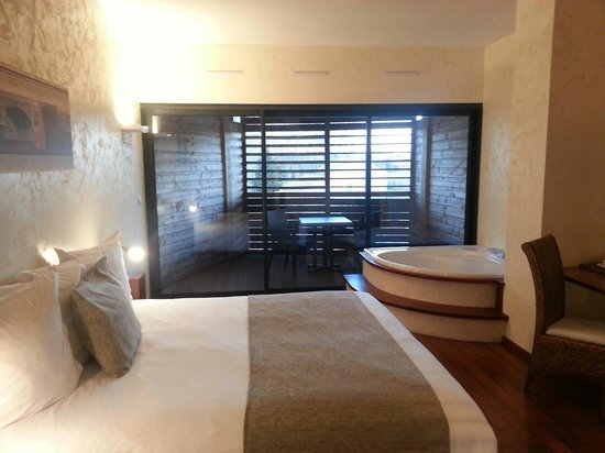 Clarion Suites Narbonne Ile Du Gua : very nice rooms..