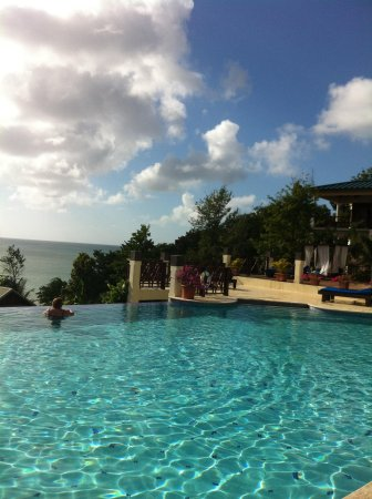 Calabash Cove Resort and Spa : Other side of view