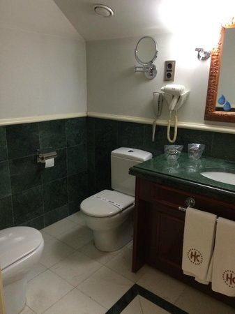 Catalonia Las Cortes : bathroom