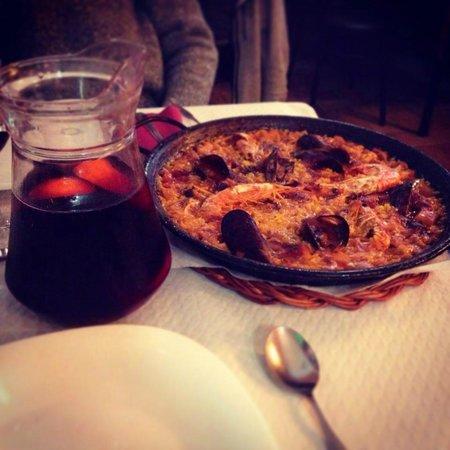 Restaurante Pirineus : Paella y Sangria